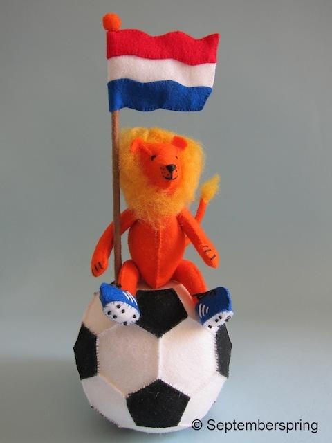 Leeuw op voetbalschoenen